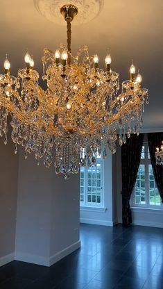 Chandelier Video, Chandelier Lamps, Vintage Crystal Chandelier, Crystal Candelabra, Luxury Chandelier, Luxury Lighting, Modern Chandelier, Mirrors And Chandeliers, Weird Furniture