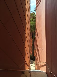Image 4 of 12 from gallery of UAE Pavilion - Milan Expo 2015 / Foster + Partners. Photograph by Foster + Partners Pavilion Architecture, Contemporary Architecture, Architecture Details, Foster Architecture, Expo Milano 2015, Expo 2015, Foster Partners, Unusual Buildings, Architectural Features