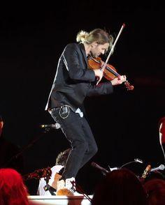Für was  ist ein #klavier da ...? Jawohl zum #tanzen mir der #Geige   #musicislife #klassik #rockmusic #teufelsgeiger #davidgarrett #violine #explosive #tour #braunschweig #music #