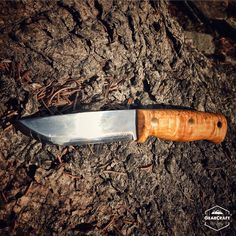 Helle Temagami - This beauty was designed by our main man Les Stroud. Besides the fact it looks great, the handle is quite comfortable and ergonomic (no hot spots for my large hands) and the blade retains its edge very nicely. Great job to Helle and Les! #knife #knives #bushcraft #survival #affiliate