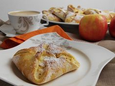 Germteig Buchteln mit Marmeladenfülle Apple Cake, Ciabatta, Marzipan, Sweet Recipes, French Toast, Muffins, Bakery, Food Porn, Dessert Recipes