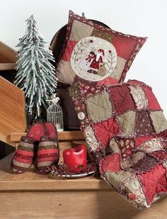 Lynette Anderson Designs - Slippers and raggy quilt
