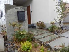 杉板浮造りコンクリート打ちっぱなしの門柱とアプローチ | ハイムホーム&ガーデン HEIM HOME&GARDEN