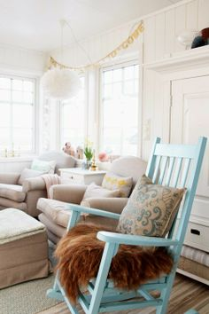 { Ny Stue... } Accent Chairs, Furniture, Home Decor, Upholstered Chairs, Decoration Home, Room Decor, Home Furniture, Interior Design, Home Interiors