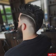 Without the cut line Mens Hairstyles With Beard, Hair And Beard Styles, Hairstyles Haircuts, Haircuts For Men, Short Hair Styles, Man Haircut 2017, Haircut Designs, Hair Dos, Men's Hair