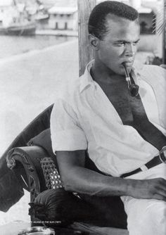 Fumeurs de Pipe - les Fumeurs de Pipe célèbres 37 Harry Belafonte, Hollywood Men, Hooray For Hollywood, Classic Hollywood, Black Royalty, Film World, Black History Facts, Handsome Actors, Black Books