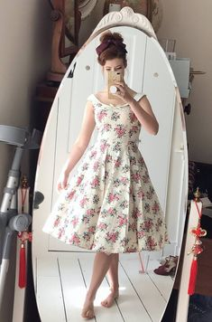 Florals are our favourite staple this summer and Jessica Kellgren-Fozard - Presenter looks classically beautiful in our Maddison 40s floral swing dress. ✨  #40sswingdress #swingdress #collectif #collectifclothing