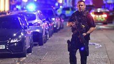 Um número ainda não identificado de pessoas ficaram feridas agora pouco na Ponte de Londres Uma van branca atropelou diversas pessoas no centro da capital britânica, informou a Reuters. A rua encon…