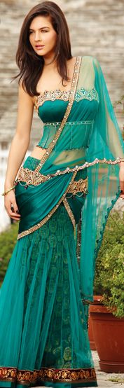 Contemporary Indian Corset-Style Saree Blouse in Teal - Sommer Mode Mode Bollywood, Bollywood Fashion, Beauty And Fashion, Asian Fashion, Indian Attire, Indian Wear, Indian Style, Indian Dresses, Indian Outfits