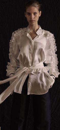 Maggie Marilyn Pre-Fall '18. Women's Runway Fashion, Womens Fashion, Fashion Trends, Latest Colour, Black White Fashion, Beautiful Blouses, Classic White, Fashion Forward, Sexy