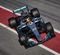 MERCEDES AMG PETRONAS - REPORT: Valtteri and Lewis Talk Testing (Day 1)