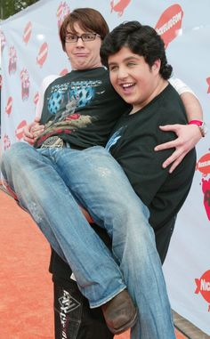 If you're a young millennial, then you're probably familiar with a little show called Drake & Josh. The iconic Dan Schneider sitcom starred Drake Bell and Drake Y Josh, Drake Bell, 2000s Disney Shows, Dan Schneider, Josh Peck, Vlog Squad, Funny Boy, Miranda Cosgrove, Nerd Love