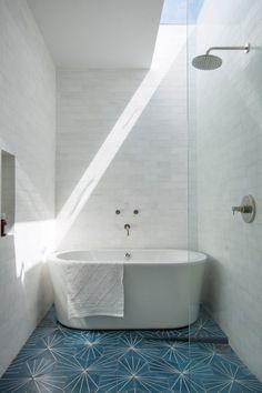 Luxurious #bathroom design with walk-in #shower and #bathtub
