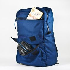 Medium Zipper Pack Blue