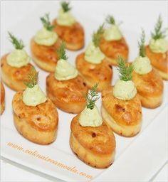 Mini cakes au saumon fumé et crème d'avocat
