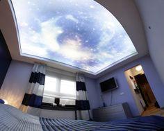 sufit napinany w sypialni