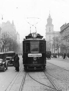 Krakowskie Przedmieście.  fot. 1931r., Leon Jarumski, źr. Narodowe Archiwum Cyfrowe.
