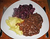 Balo*s Wildschweingulasch mit Sauerkirschen (Rezept mit Bild) | Chefkoch.de