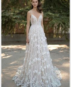 Dream wedding dress���� #weddingdress #wedding #proposal #fairytail #fairytalewedding #beautifulgown #weddinggown http://gelinshop.com/ipost/1522947905638786705/?code=BUimQ0fBmaR