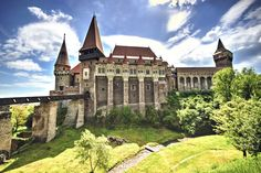 Corvin Castle, Romania jigsaw puzzle in Castles puzzles on TheJigsawPuzzles.com Abandoned Castles, Abandoned Places, Transylvania Castle, Romania Travel, Puzzle Of The Day, Cathedral Church, Europe, France, Places To See
