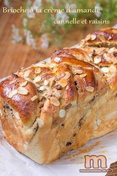 Brioche with almond cream - cinnamon and raisins - Macaronette and co Croissants, Bread Recipes, Snack Recipes, Thermomix Bread, Baked Bakery, French Desserts, Bread Cake, Cooking Chef, Vegan Desserts