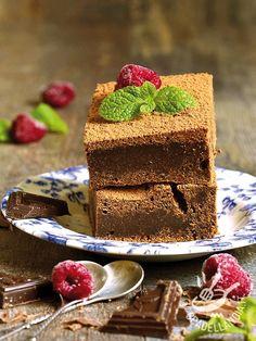 Correte a preparare i Brownies alla crema di nocciole con lamponi freschi: sono golosissimi ed è davvero difficile resistere a tutta questa bontà! #browniesalcioccolato