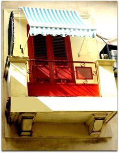 Detalle de la fachada. Balcón. Cuba, Loft, Bed, Furniture, Home Decor, Balconies, Windows, Apartments, Flats