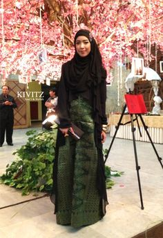 songket skirt as casual to formal, great idea