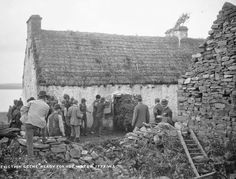 In the late summer of 1888 a large number of evictions took place on the estate of Vandeleurs in the wider Kilrush area. Irish Images, Old Images, Old Photos, Vintage Photos, Old Irish, County Clare, Irish Cottage, Donegal, Historia