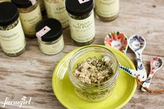 Homemade {Green} Taco Seasoning from @farmgirlsdabble