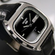 SEIKO 5 Mens AUTOMATIC Day/Date Black Dial JAPAN MADE Rare Vintage Used Watch