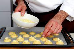 Receita passo a passo: como fazer Gougères, deliciosas bombinhas aperitivo!