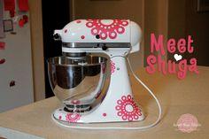 Meet Shuga, the vinyl Kitchen Aid goddess from Sweet Rose Studio Silhouette Vinyl, Silhouette Cameo Projects, Silhouette Portrait, Vinyl Crafts, Vinyl Projects, Kitchen Redo, Kitchen Aid Mixer, Cricut Vinyl, Vinyl Art