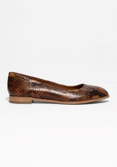 These sturdy leather flats have an eye-cathing snake-effect, combined with supreme comfort for on-the-go days.