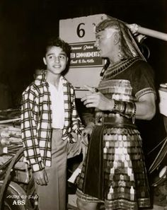 Sal Mineo visits Yul Brynner on the set of The Ten Commandments