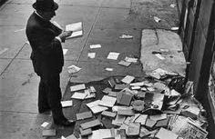 Andre Kertesz: On Reading Andre Kertesz, Old Photography, Artistic Photography, Street Photography, Portrait Photography, The Americans, Robert Frank, Vintage Soul, Famous Photographers