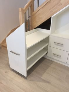 Stairs under stairs sliding shoes and drawers - Ikea DIY - The best IKEA hacks all in one place Design Room, Wood Bed Design, Bedroom Bed Design, Dog Bedroom, Closet Bedroom, Staircase Storage, Stair Storage, Bedroom Storage, Under Stairs Drawers