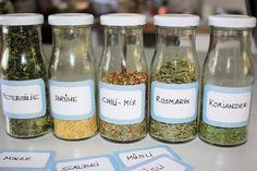 Kräuter trocknen, Die Landfrau, Lavendel, Bohnenkraut, Petersilie, Sellerie, Majoran, Koriander