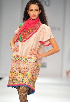 Tanvi Kedia Folk Fashion, India Fashion, Asian Fashion, Fashion Prints, Womens Fashion, Saris, Indian Style, Indian Attire, Indian Wear