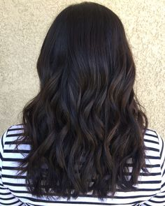 Ready to experiment with a new hair color? Look towards the 10 prettiest hair color trends of 2018 for the ultimate inspiration. Check them out, ahead. Pretty Hair Color, Hair Color For Black Hair, Brown Hair Colors, Darkest Brown Hair Color, Soft Black Hair, Hair Colours, Chocolate Brunette Hair, Dark Brunette Hair, Dark Chocolate Hair