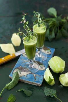 Balansjuice Kryddig med viss syrlighet och pepprig eftersmak.  Utrensande juice Tydliga citrussmaker som avslutas av gröna fräscha toner.  Röd hälsojuice Frisk med en jordigt god smak av rödbeta.  Värd-att-minnas-juice Lätt äppelsmak med... Frisk, Vitamins, Table Decorations, Vitamin D, Dinner Table Decorations