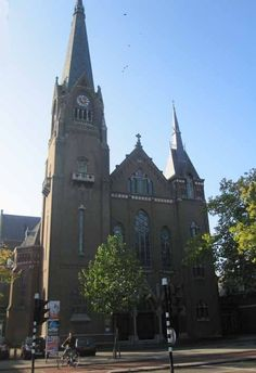 Groenestraat. De Heilige Antonius van Padua-Sint Annakerk is beter bekend als de Groenestraatkerk (Rijksmonument).