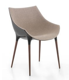 Passion chair by Philippe Starck for Cassina. Chair in guest bedroom sitting area Dining Furniture, Furniture Decor, Modern Furniture, Furniture Design, Dining Chairs, Dining Room, Cool Chairs, Sofa Chair, Modern Chairs