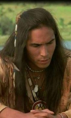 Eric Schweig : Canadian actor and artist.