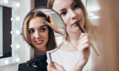 FAMOUS CELEBRITY MAKEUP ARTISTS TO FOLLOW FOR HOT BEAUTY TIPS  October 5, 2017 Florence Deffis 0 Comment          Celebrity Makeup Artists  Celebrity makeup has never-ending options. It includes making someone look so different and changing people's image to suit their mood or moment.