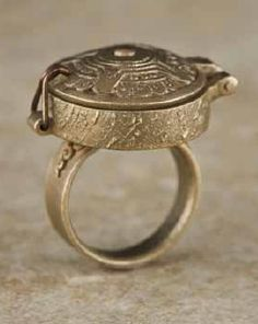 """Poison Pill Ring by Gordon Uyehara, from his book """"Metal Clay Fusion"""""""