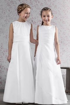 Two dresses with gather effect - excellent dresses for making all young ladies look slim irrespective of size! Holy Communion Dresses, Christening Gifts, Bridesmaid Dresses, Wedding Dresses, Looking For Women, Young Women, Holi, Flower Girl Dresses, Lady