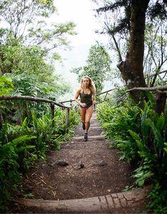 ROXY Outdoor Fitness ambassador Katie McLean @katiegypsyeye loves trail running in Cerro Verde El Salvador