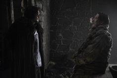 Dois clipes de cenas da quinta temporada de Game of Thrones acabam de ser liberados pela HBO. Vemos Jon Snow questionando Mance Rayder sobre seu...
