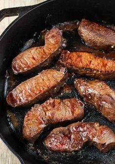 Balsamic Red Wine Flat Iron Steak plus 40 Cast Iron Skillet Recipes Cast Iron Skillet Cooking, Iron Skillet Recipes, Cast Iron Recipes, Skillet Dinners, Best Cast Iron Skillet, Skillet Food, Skillet Chicken, Flat Iron Steak Recipe Oven, Cast Iron Steak